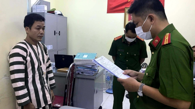 Khởi tố, bắt tạm giam Giám đốc doanh nghiệp sản xuất găng tay y tế giả