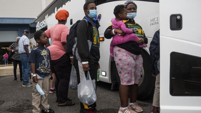 Hàng trăm nghìn người Mỹ phải sơ tán do siêu bão Laura