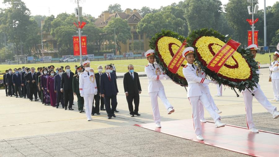 Nhân 75 năm Quốc khánh 2/9: Các đồng chí lãnh đạo Đảng, Nhà nước vào Lăng viếng Chủ tịch Hồ Chí Minh