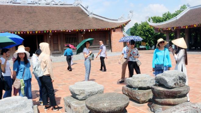 Lượng du khách đến khu du lịch Tam Chúc, Hà Nam tăng đột biến
