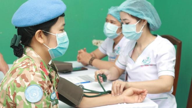 Tiêm vaccine Covid-19 cho chiến sĩ đi làm nhiệm vụ tại Nam Sudan