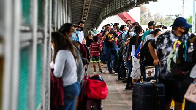 Hạ viện Mỹ thông qua 2 dự luật hợp pháp hóa người nhập cư bất hợp pháp