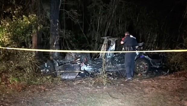 Ô tô không người lái, Tai nạn ô tô Tesla không có người lái làm 2 người chết, xe hơi không người lái