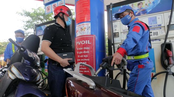 Giá xăng dầu tăng gần 200 đồng/lít