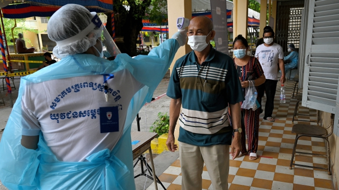 Dịch Covid-19: Campuchia ghi nhận gần 1.000 ca nhiễm mới