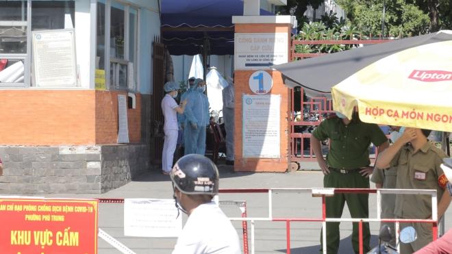 Thành phố Hồ Chí Minh: Tạm thời phong tỏa Bệnh viện quận Tân Phú do liên quan đến các ca dương tính với SARS-CoV-2