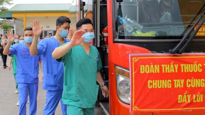 Bộ Y tế điều động thêm 120 nhân viên hỗ trợ điều trị bệnh nhân Covid-19 nặng tại Bắc Giang