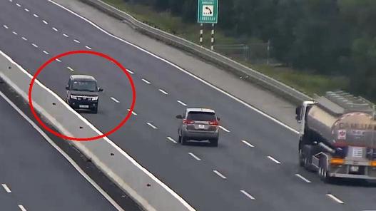 Đi ngược chiều trên cao tốc, nữ tài xế bị phạt 17 triệu đồng, tước giấy phép lái xe 6 tháng
