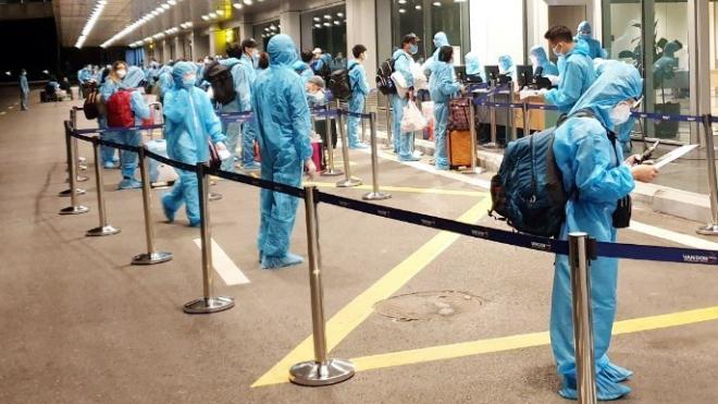 Quảng Ninh: Thí điểm cách ly 7 ngày với người nhập cảnh có 'hộ chiếu vaccine'