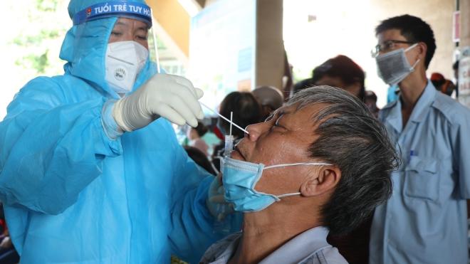 Cập nhật dịch Covid-19 trưa 4/7: Nhân viên y tế dương tính, một bệnh viện ở TP.HCM tạm ngưng khám, chữa bệnh