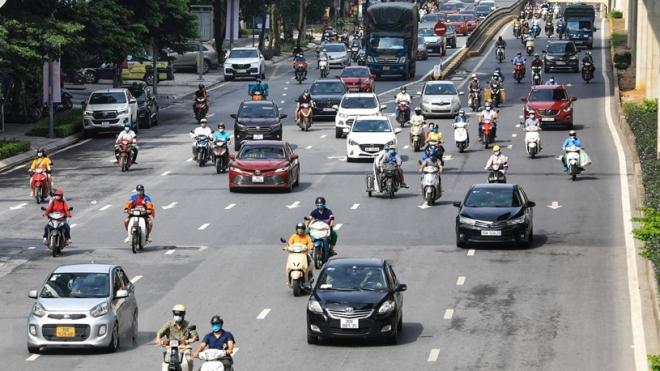 Giao thông Hà Nội trong ngày đầu giãn cách xã hội theo Chỉ thị 16