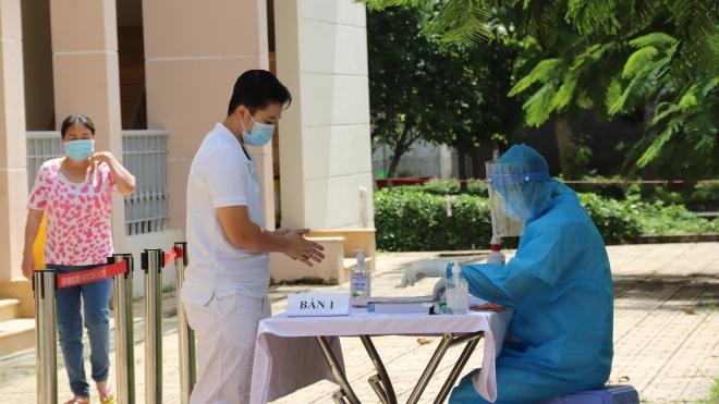 Người mắc Covid-19 khỏi bệnh tình nguyện ở lại hỗ trợ bệnh viện