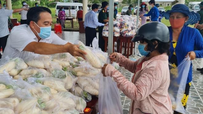 Hỗ trợ khẩn cấp người dân gặp khó khăn do dịch Covid-19