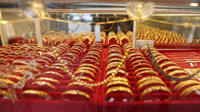 Giá vàng thế giới vượt ngưỡng 1.800 USD/ounce