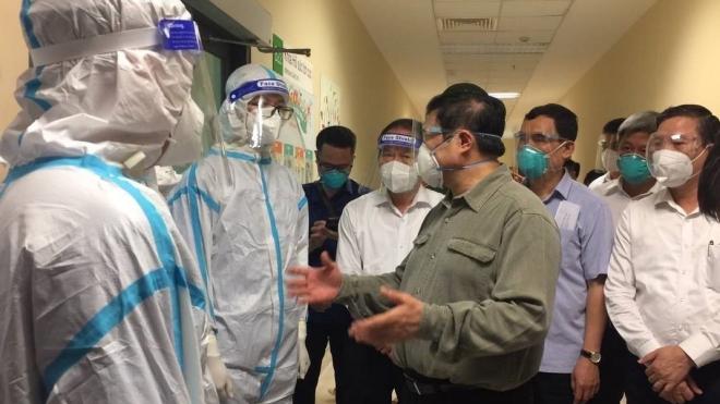 Thủ tướng Phạm Minh Chính kiểm tra các cơ sở điều trị Covid-19 ở Bình Dương