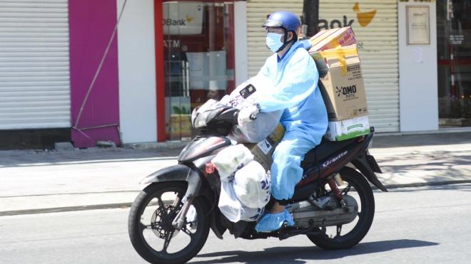 TP.HCM tạo điều kiện cho shipper đưa hàng hóa đến với người dân