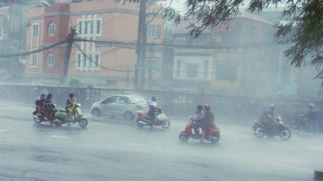 Bão Conson trở thành cơn bão số 5, Bắc Bộ và Trung Bộ mưa to liên tục trong sáng 9/9