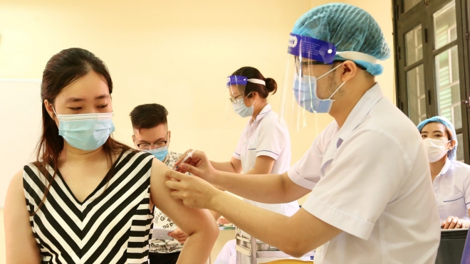 Hà Nội ứng trực 24/7 tập trung cao độ xét nghiệm và tiêm chủng vaccine Covid-19