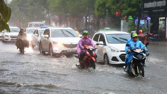 Thời tiết hôm nay: Bắc Bộ, Nam Bộ có mưa rào và dông