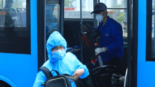 Hà Nội: Đưa người dân phường Thanh Xuân Trung từ khu cách ly trở về