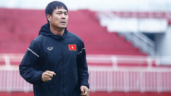 HLV Hữu Thắng giấu bài, Xuân Tú 'đen' nhất tuyển Việt Nam