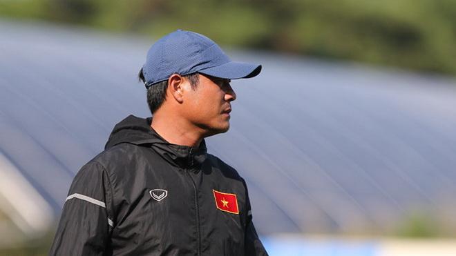 HLV Hữu Thắng nhập viện vì ho, Hoàng Anh Tuấn tái xuất ở U18 Việt Nam