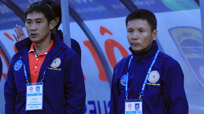 HLV Sanna Khánh Hòa chê trọng tài ngoại không đáng thuê