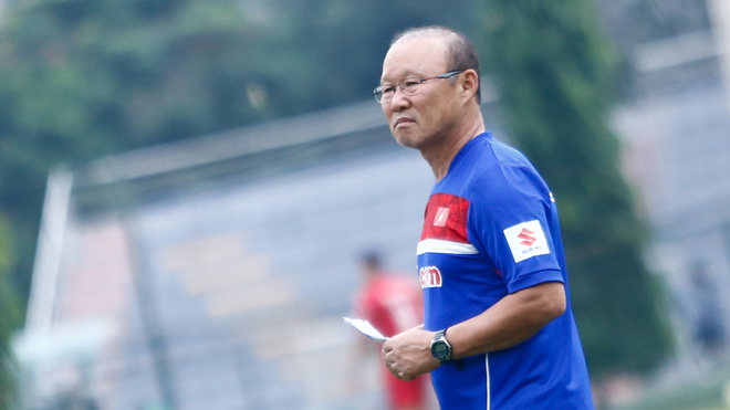 HLV Park Hang Seo tăng sức mạnh cho tuyến giữa, trọng tài Võ Minh Trí giải nghệ