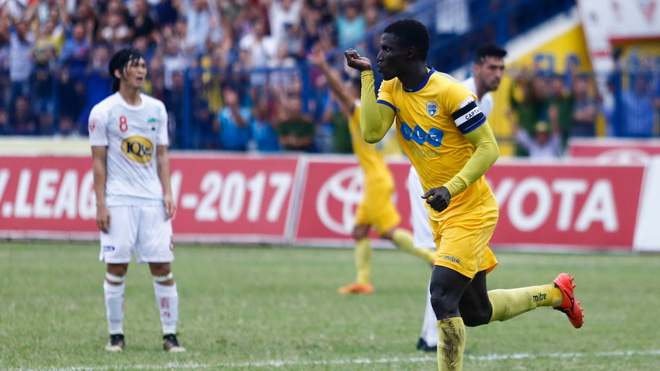 Pape Omar: 'Vì V-League, tôi quên hết Champions League'