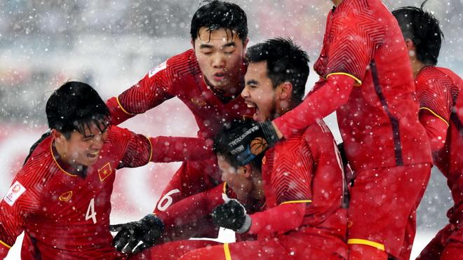 U23 Việt Nam truyền cảm hứng cho bóng đá Việt, Tiến Dũng lọt TOP thủ môn Đông Nam Á được yêu thích