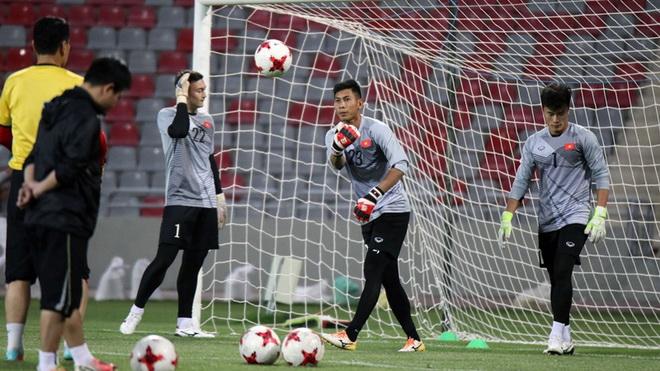 HLV Park Hang Seo tráo số áo của Bùi Tiến Dũng, 'Messi Hà Tĩnh' gia nhập PVF
