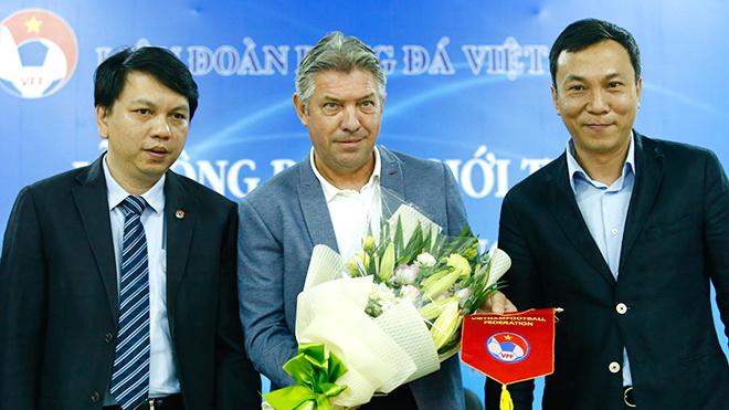 GĐKT Jurgen Gede có thể rời Việt Nam, trò cưng Miura lỡ hẹn AFF Cup 2018
