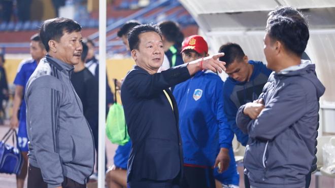 Bầu Hiển cảnh cáo cầu thủ Hà Nội, Công Phượng đang là niềm hy vọng của HAGL