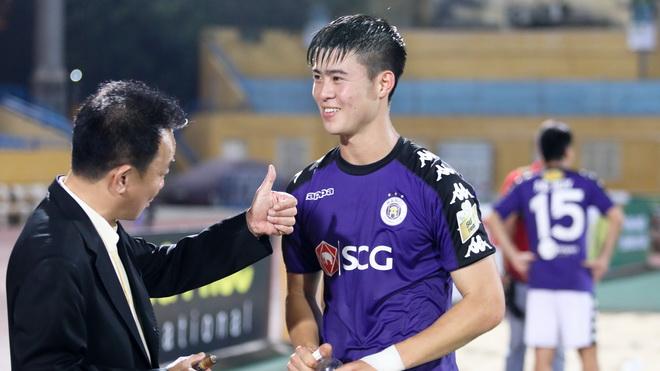 CLB Hà Nội quá mạnh so với V-League, Đặng Văn Lâm được khen hết lời