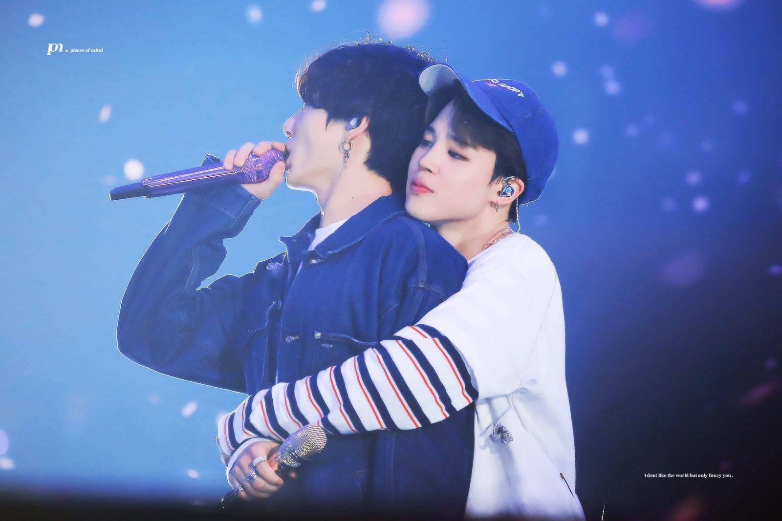 BTS, Tan chảy với những cái ôm từ đằng của Jungkook Jimin BTS, Bts, BTS ôm nhau