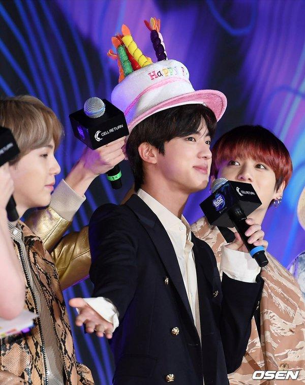 BTS Jin, Jin BTS xin nghỉ học, Lý do xin nghỉ đẳng cấp siêu sao của Jin BTS, chuyện học hành của Jin BTS, Jin học Đại học Konkuk, thời sinh viên của Jin