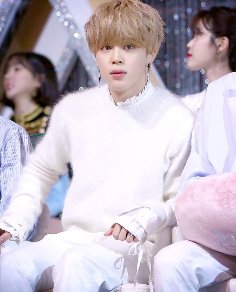Jimin BTS, Jimin BTS diện đồ trắng, Jimin như thiên thần, phong cách thời trang của Jimin, cách ăn mặc của Jimin