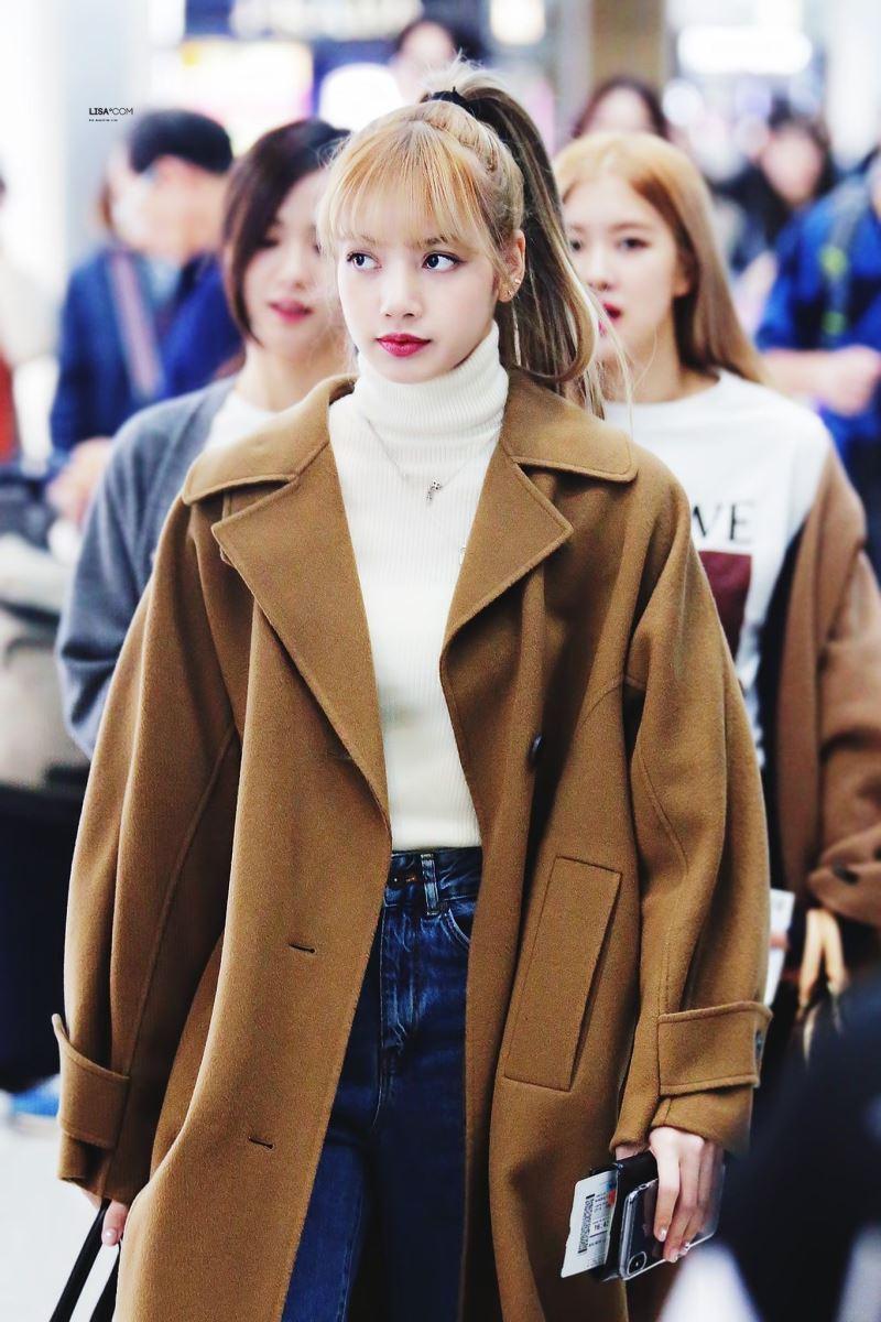 BTS, Blackpink, V BTS Lisa Blackpink phối đồ áo khoác dài cực sành điệu, V BTS, Lisa Blackpink, bts, blackpink, BTS Jin, Jin BTS, thời trang BTS, BTS thời trang, Bts