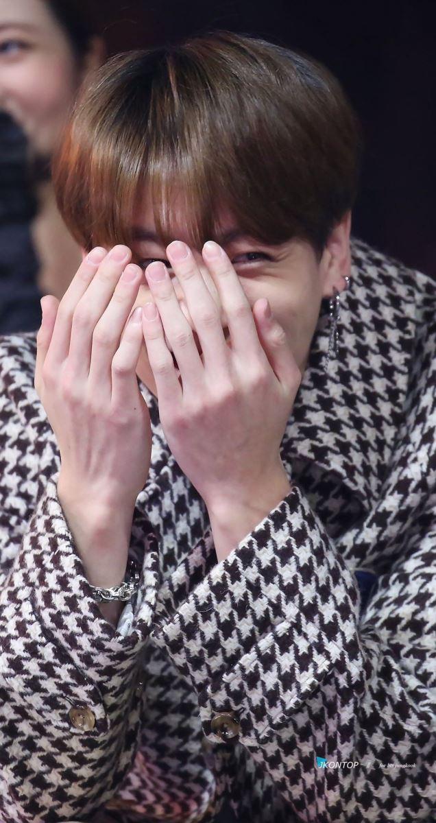 Cười mệt với những lần BTS khiến Jungkook xấu hổ muốn 'độn thổ'