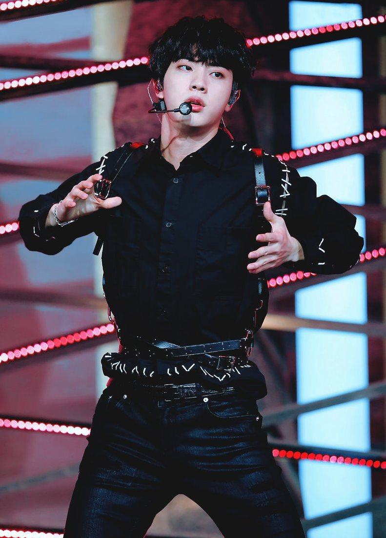 BTS, EXO, Kang Daniel, Shownu, mãn nhãn với hình thể 3 idol nam đẹp nhất ngoài đời, Mãn nhãn với top 3 idol nam có hình thể đẹp nhất theo lời Monsta X Shownu