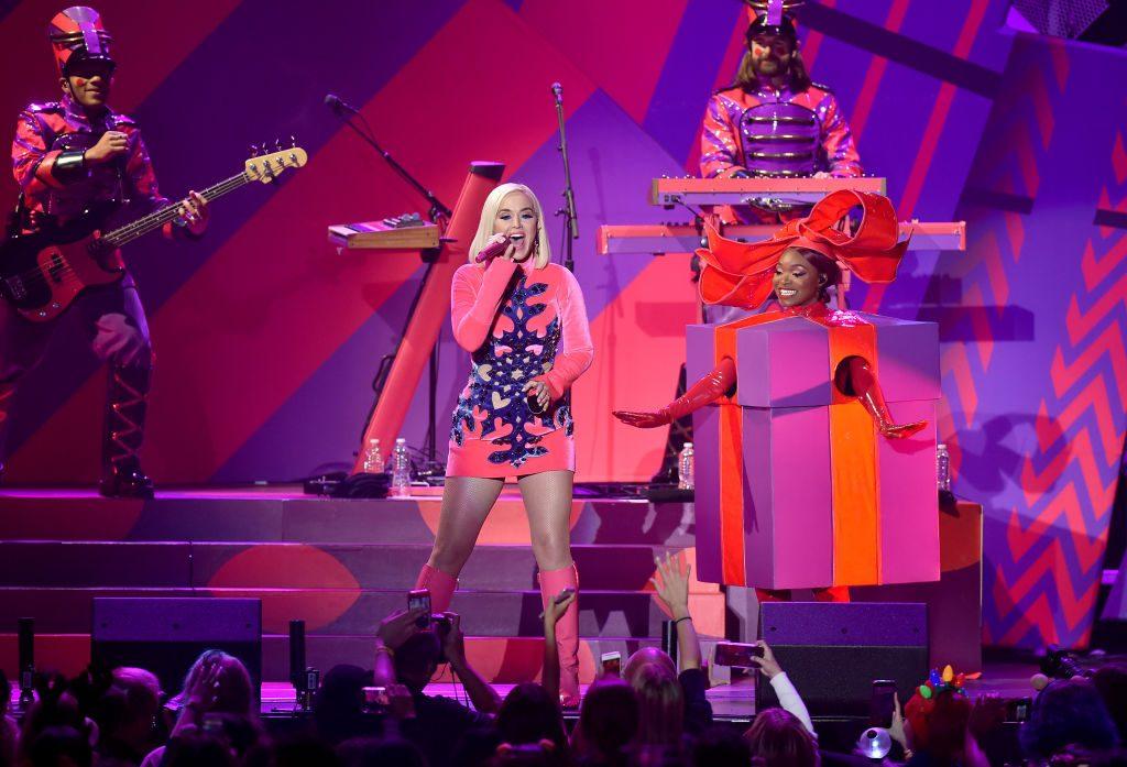 BTS, Katy Perry, Billie Eilish, Katy Perry gây chiến với fan BTS và Billie Eilish, Jingle Ball 2019, Halsey