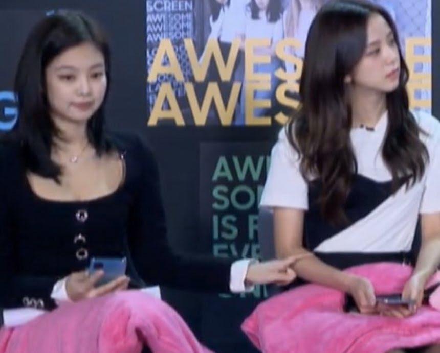 Blackpink. Jennie Jisoo. Hành động vô thức của Jennie. Chỉ khi ở với Jisoo. Blackpink: Chỉ khi ở bên cạnh Jisoo, Jennie mới vô thức làm hai hành động này