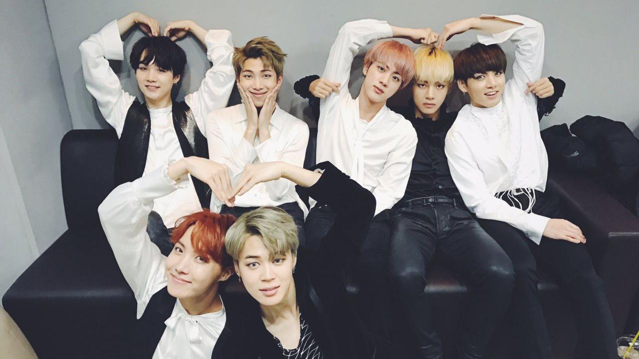 'Học lỏm' Top 10 câu tỏ tình cực hay từ những ca khúc này của BTS