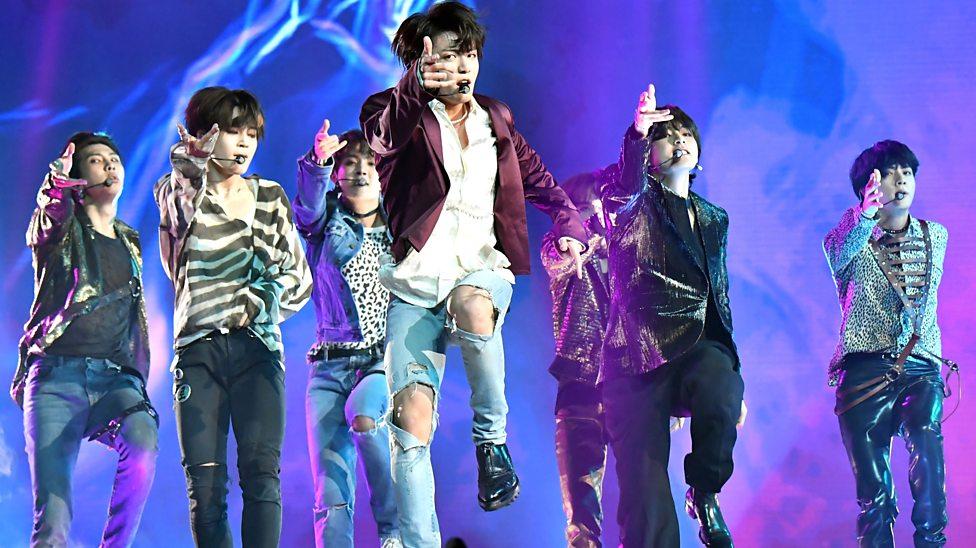 'Ngả mũ thán phục' trước 5 pha xử lý sự cố tài tình của BTS