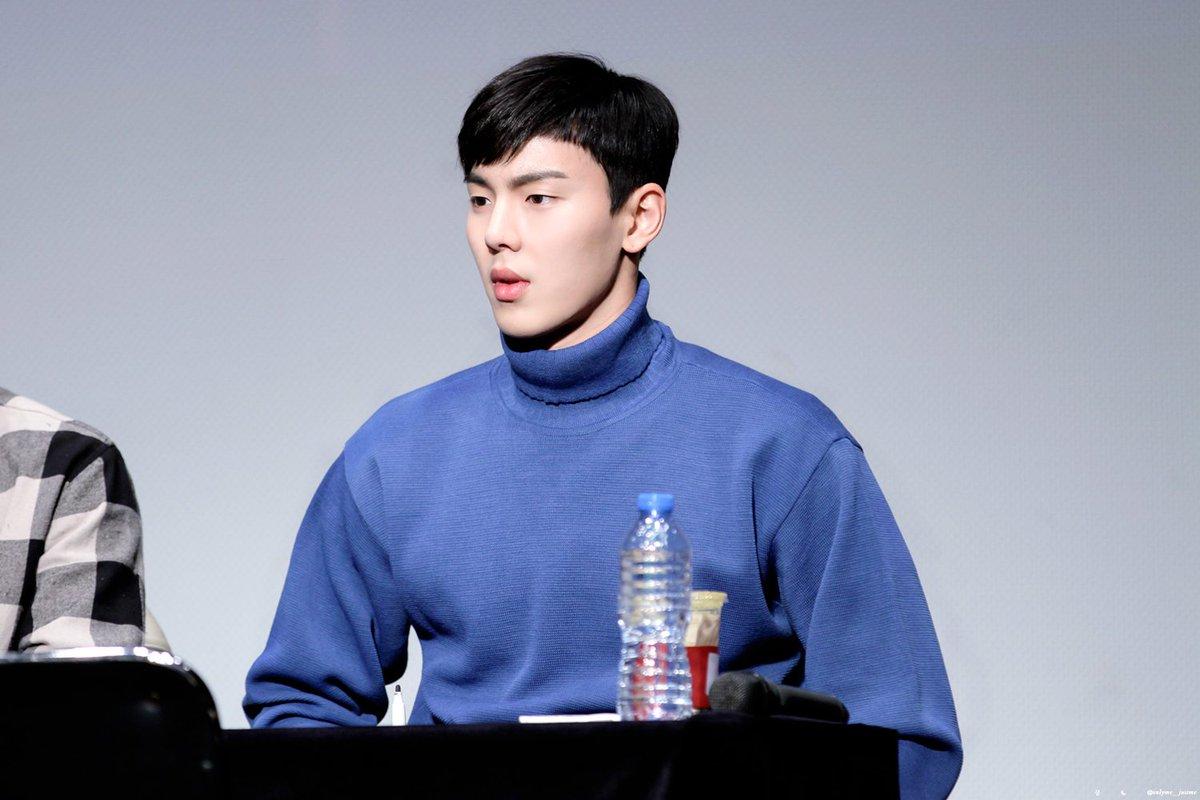 Jin (BTS) lọt top 6 nam thần Hàn Quốc sở hữu bờ vai quyến rũ nhất