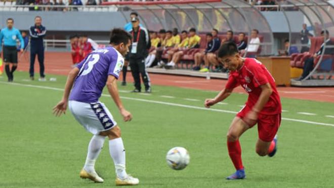 VIDEO bóng đá: HLV Chu Đình Nghiêm và Hùng Dũng nói gì sau khi Hà Nội bị loại?