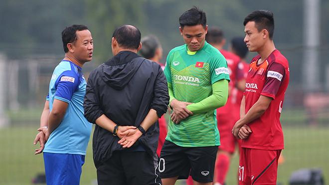VIDEO bóng đá: HLV Park Hang Seo ban bố 'tình trạng khẩn cấp' ở đội tuyển Việt Nam