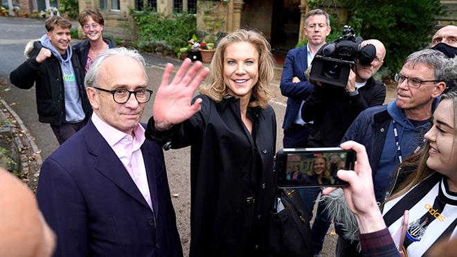 Cựu người mẫu đứng sau vụ áp phe Newcastle là ai?