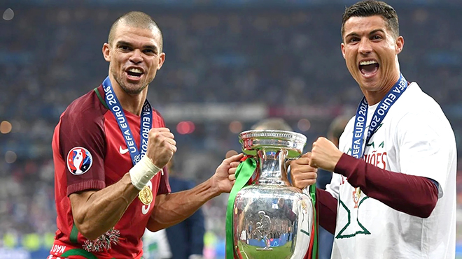 Vô địch cả EURO lẫn Champions League có đoạt Quả bóng Vàng?