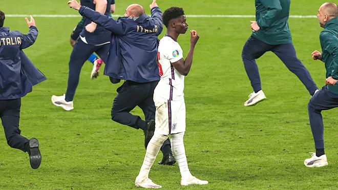 Nạn phân biệt chủng tộc: Vết nhơ khó gột rửa của bóng đá Anh